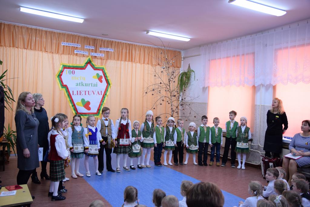 """Patriotinės dainos festivalis """"Dovana Lietuvai"""""""